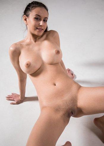 Alisa I сразу голая