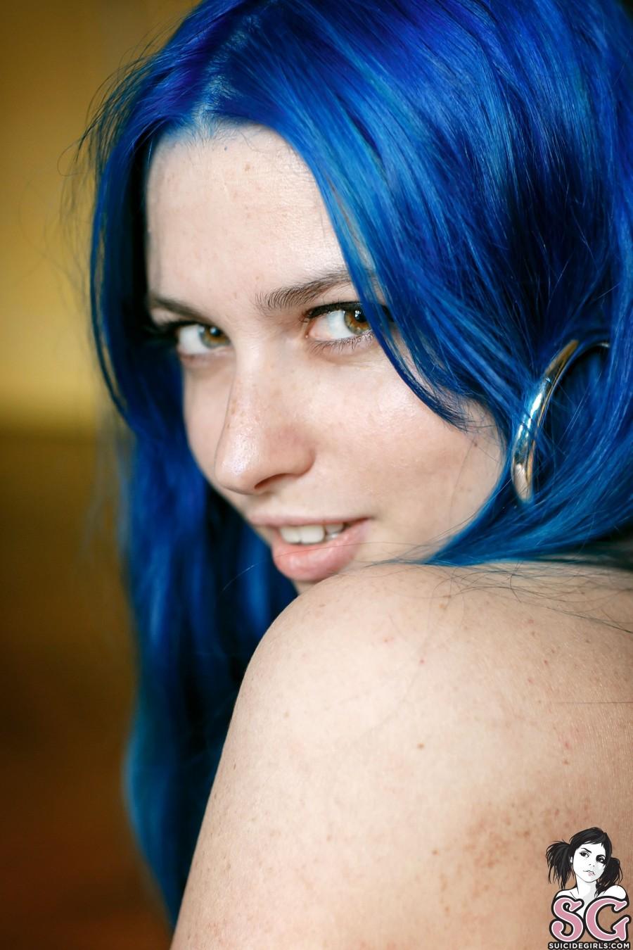 SG - Синеволосая Адели