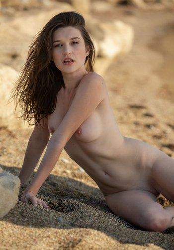 Серена в песке